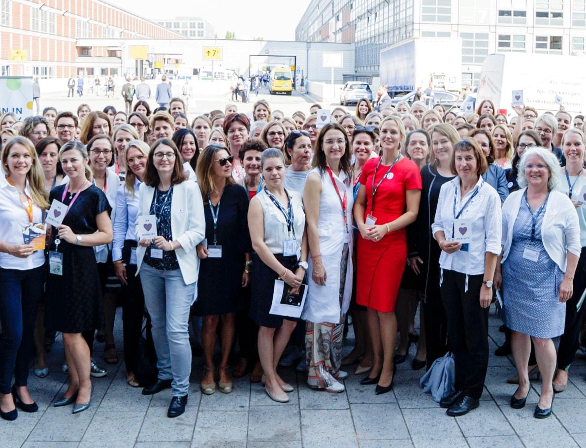 Nachhaltig für die Umwelt - LAT Mitarbeiterinnen für mehr Frauen in MINT-berufen.