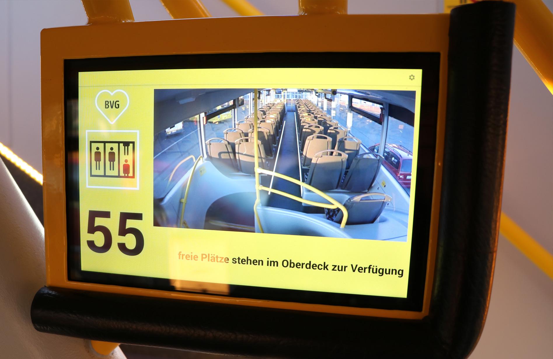 Innovativ in die Zukunft - Fahrgastleitung durch Kameras und TFT-Monitore im Innovationsbus